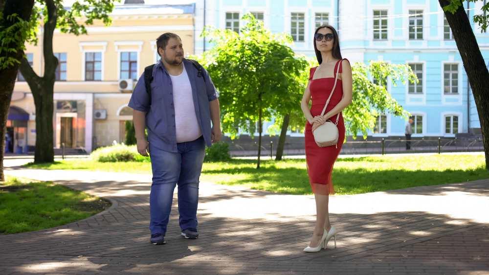толстый парень и девушка