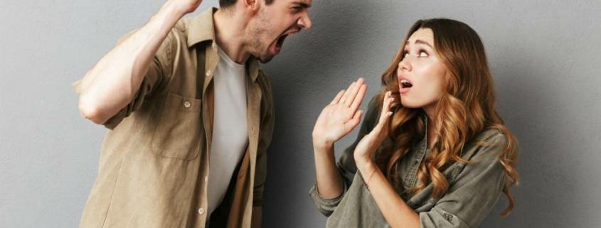 Как парни манипулируют девушками