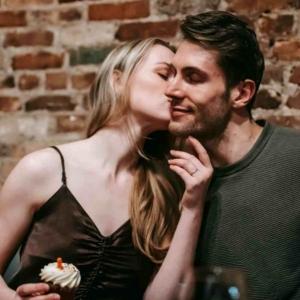 Как поцеловать девушку на первом свидании