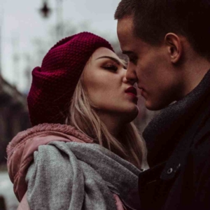 Как можно развести девушку на поцелуй